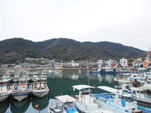 鞆の浦港に停泊する漁船の写真素材 [FYI01243223]