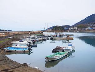 鞆の浦港に停泊する漁船の写真素材 [FYI01243224]