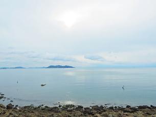 鞆の浦港からみる瀬戸内海の島々の写真素材 [FYI01243227]