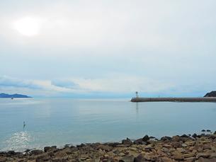 鞆の浦港からみる瀬戸内海の島々の写真素材 [FYI01243229]