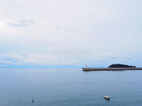 鞆の浦港からみる瀬戸内海の島々の写真素材 [FYI01243232]