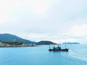 漁市場から見た鞆の浦の海と船の写真素材 [FYI01243269]