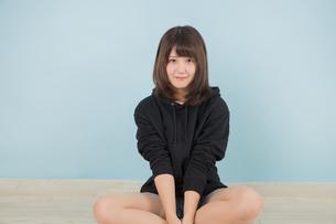 若い女性のポートレイトの写真素材 [FYI01243399]