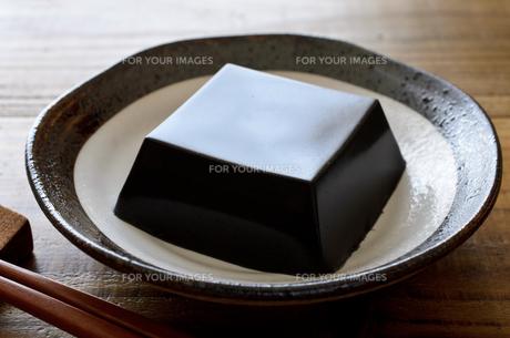 黒ごま豆腐の写真素材 [FYI01243452]