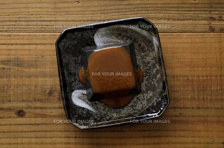 黒ごま豆腐の写真素材 [FYI01243460]