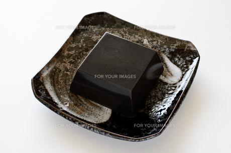 黒ごま豆腐の写真素材 [FYI01243464]