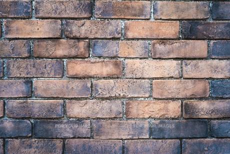 焦げ目の付いたレンガの壁の写真素材 [FYI01243574]