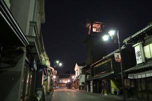 夜の川越の写真素材 [FYI01243576]