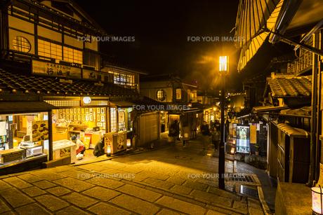 京都東山花灯路の写真素材 [FYI01243599]
