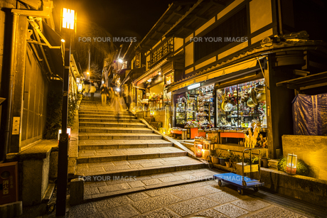 京都東山花灯路の写真素材 [FYI01243600]
