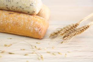 フランスパンの写真素材 [FYI01243668]