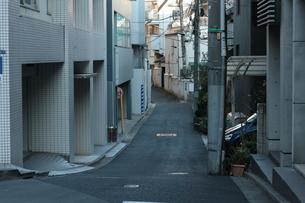 東京の路地の写真素材 [FYI01244121]