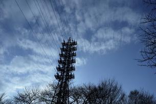 送電鉄塔と空の写真素材 [FYI01244414]