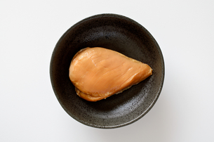 サラダチキン スモークの写真素材 [FYI01244584]