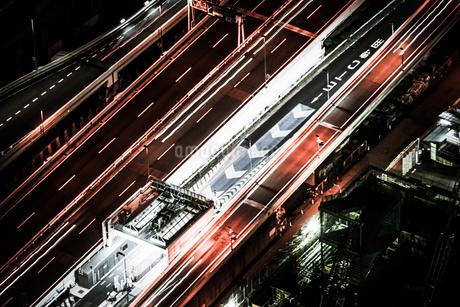 夜の横浜・みなとみらいの交通の写真素材 [FYI01244681]