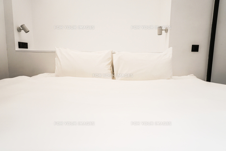 ホテルのベットのイメージの写真素材 [FYI01244776]