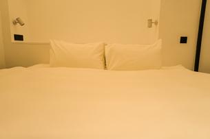 ホテルのベットのイメージの写真素材 [FYI01244864]