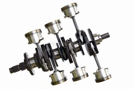 バイクエンジンのクランクシャフトの写真素材 [FYI01244963]