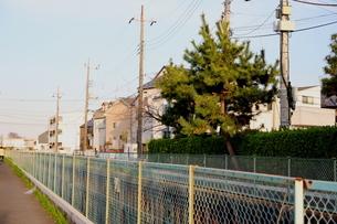 千葉県の郊外の町の風景と青い空の写真素材 [FYI01244993]