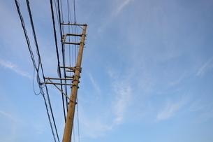 千葉県の郊外の町の風景と青い空の写真素材 [FYI01245015]