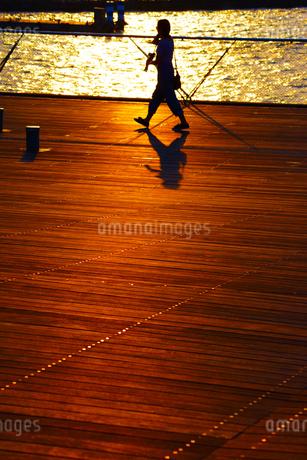 夕暮れの大さん橋の写真素材 [FYI01245306]