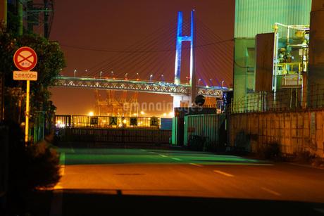横浜ベイブリッジのある風景の写真素材 [FYI01245395]