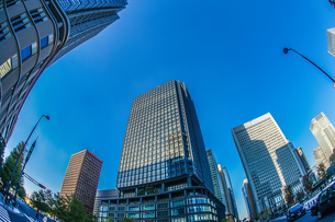 東京丸の内のビジネス街・オフィスビルのイメージの写真素材 [FYI01245451]