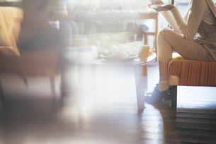 カフェ。ランチ。談笑。女性の写真素材 [FYI01245782]