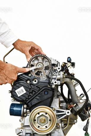 自動車エンジンの整備の写真素材 [FYI01246006]