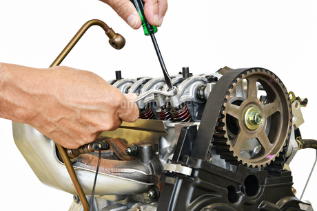 自動車エンジンの整備の写真素材 [FYI01246008]