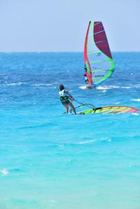 宮古島/前浜のサーフィンの写真素材 [FYI01246187]