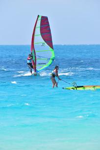 宮古島/前浜のサーフィンの写真素材 [FYI01246197]