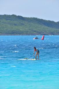 宮古島/前浜のサーフィンの写真素材 [FYI01246226]