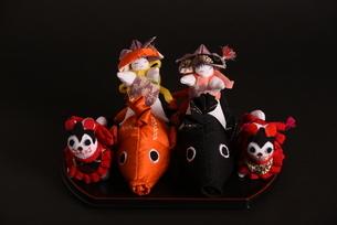 兜 男の子 鯉 犬 狆 人形の写真素材 [FYI01246412]