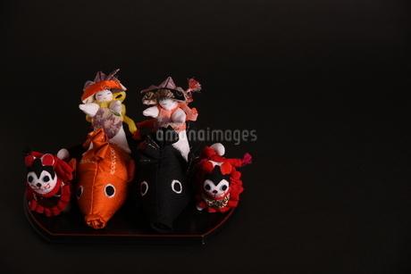 兜 男の子 鯉 犬 狆 人形の写真素材 [FYI01246413]