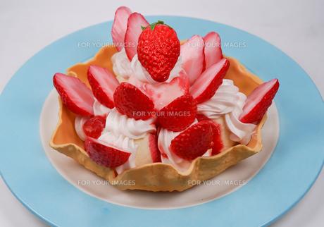 苺のタルトのイメージの写真素材 [FYI01246636]