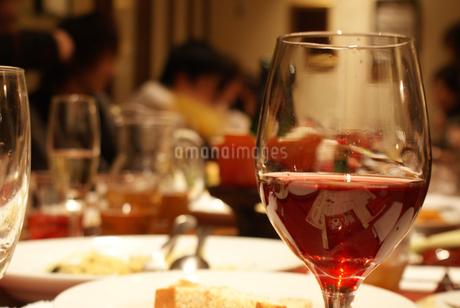 食事とワイングラスの写真素材 [FYI01246667]