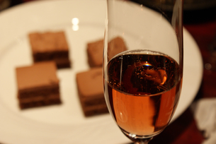 ワインとケーキの写真素材 [FYI01246738]