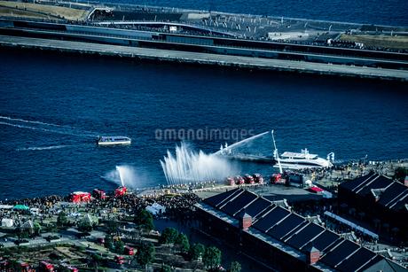 横浜消防出初式での訓練風景の写真素材 [FYI01247059]
