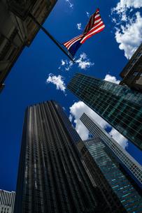 トランプタワーと星条旗の写真素材 [FYI01247072]