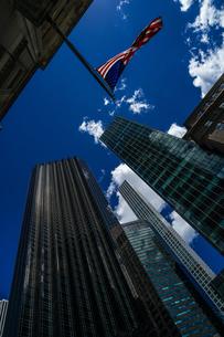 トランプタワーと星条旗の写真素材 [FYI01247077]