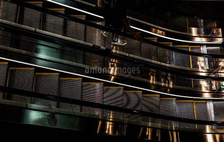 エスカレーターのイメージの写真素材 [FYI01247117]