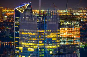 ニューヨーク・マンハッタンの夜景の写真素材 [FYI01247139]