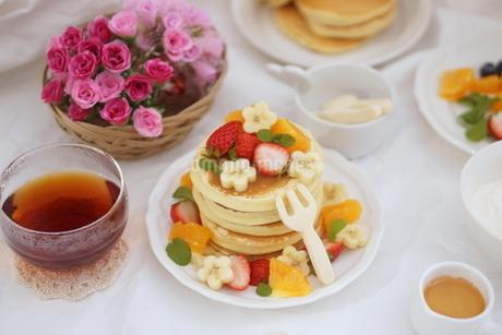 フルーツパンケーキの写真素材 [FYI01247449]