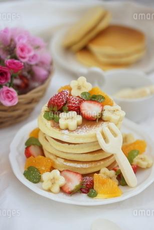 フルーツパンケーキの写真素材 [FYI01247450]