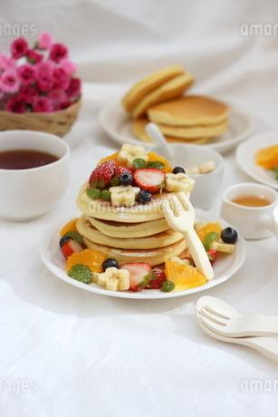 フルーツパンケーキの写真素材 [FYI01247452]