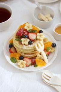 フルーツパンケーキの写真素材 [FYI01247455]
