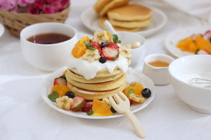 フルーツパンケーキの写真素材 [FYI01247461]