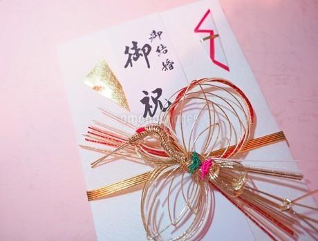 ご祝儀袋 ご結婚祝いの写真素材 [FYI01247529]