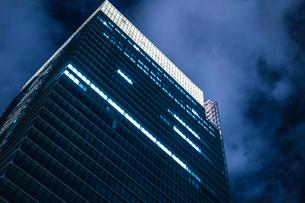 東京丸の内のビジネス街・オフィスビルのイメージの写真素材 [FYI01247589]